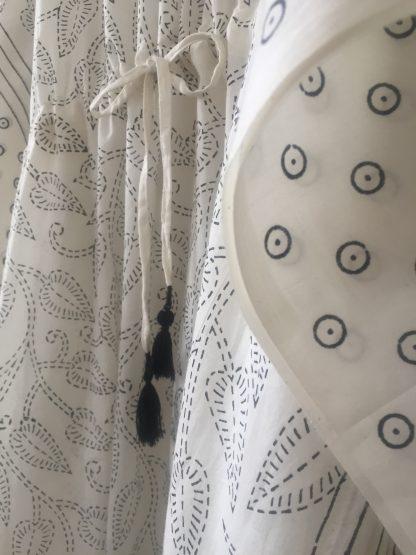 Robe Caftan longue Cover-up GAIA Crème Noir de VILLA D'ISSI Kaftan Dress Cover-up Resort Wear GAIA Cream Black from VILLA D'ISSI