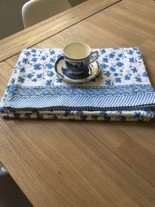 appe bohème bleue EUGENIE de VILLA D'ISSI imprimée à la main au tampon de bois ou block print en Inde.