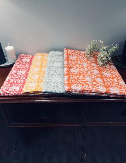Nappes imprimées à la main au block print FLORA de VILLA D'ISSI. Hand block printed tablecloths FLORA from VILLA D'ISSI