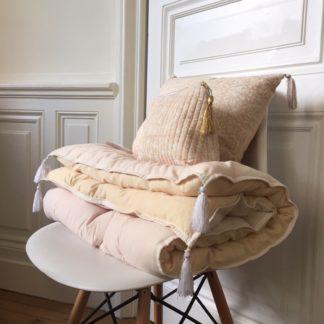 Sofa cover surmatelas block print Rose Nude de VILLA D'ISSI