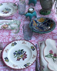 Nappe rose FLORA Rose Hibiscus de VILLA D'ISSI. Pink Tablecloth FLORA Rose Hibiscus from VILLA D'ISSI