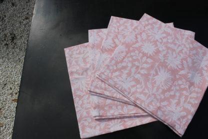 Serviettes de table roses en coton indien imprimé à la main FLORA rose poudré.Napkins FLORA powder pink from VILLA D'ISSI.