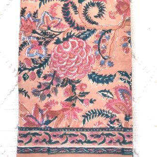 Foulard femme imprimé de fleurs MARJIE de VILLA d'ISSI, à la main au tampon de bois (block print) , en voile de coton. Utilisable aussi en nappe, plaid et paréo.
