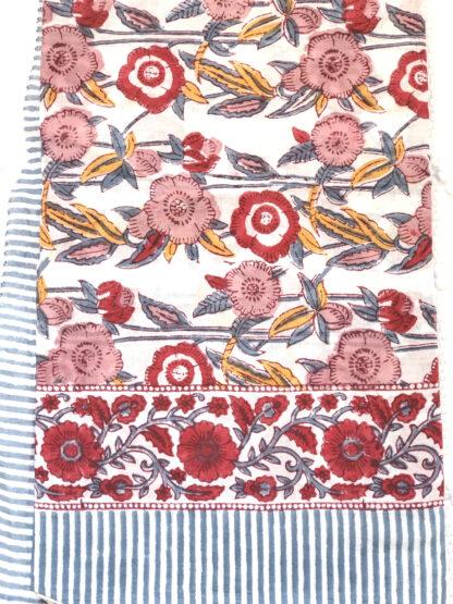 Foulard femme imprimé de fleurs LUCIE de VILLA d'ISSI, à la main au tampon de bois (block print) , en voile de coton. Utilisable aussi en nappe, plaid et paréo.