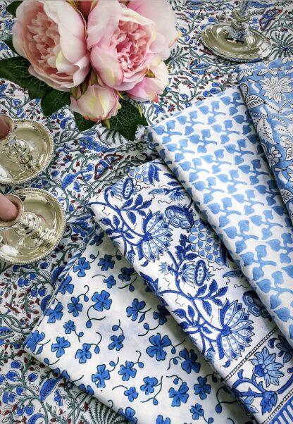 Nappes imprimées bleu et blanc de VILLA D'ISSI - Linge de maison - Linge de table raffiné