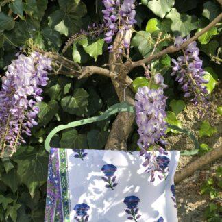 Jolie nappe indienne violet et vert de VILLA D'ISSI, imprimée à la main au tampon de bois (block print). S'utilise aussi sur un canapé ou lit